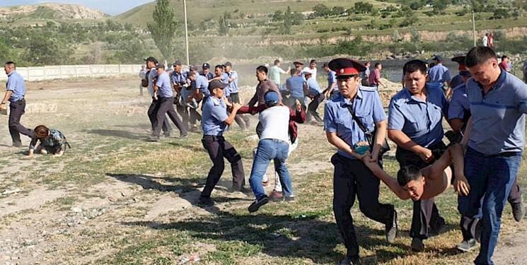 بازداشت بیش از 30 نفر در نتیجه درگیری قومی در قرقیزستان