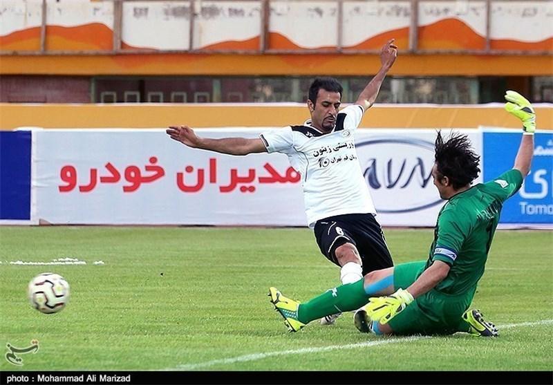 شکوری: با دو تیم لیگ فزونی در حال مذاکره ام، در ایران نمانم به ترکیه یا تایلند می روم