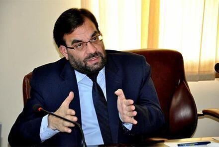 خبرنگاران مقامات فرودگاه کابل مانع سفر رئیس تیم انتخاباتی عبدالله شدند