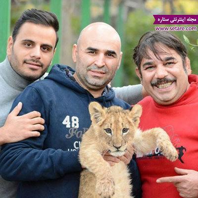 وقتی کمدین خندوانه یک بچه شیر را در آغوش می گیرد