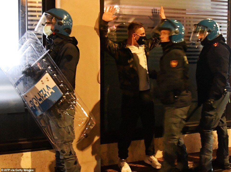 درگیری راست های افراطی با پلیس
